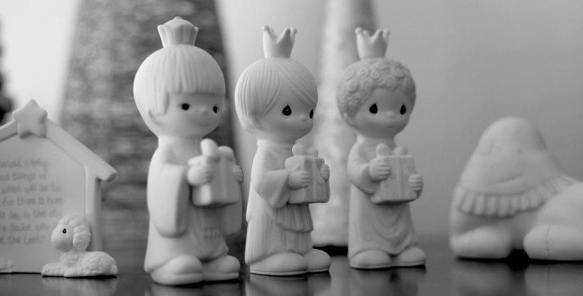 christmas-figurines-angels-bw-img_9955_0108